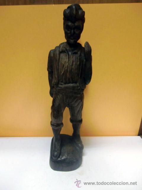 FIGURA DE HOMBRE TALLADA EN MADERA (Arte - Escultura - Madera)