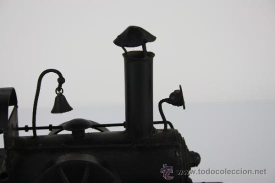 Arte: LOCOMOTORA DE METAL SOBRE BASE DE MADERA - PRIMERA MITAD DEL S.XX - Foto 10 - 38086062
