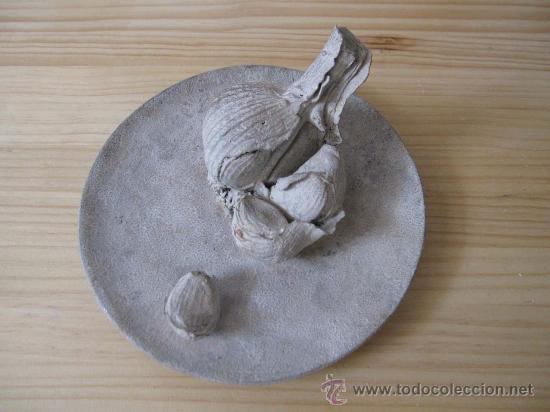 BODEGÓN BRONCE PLATO CON AJOS RAFAEL MUYOR (Arte - Escultura - Bronce)