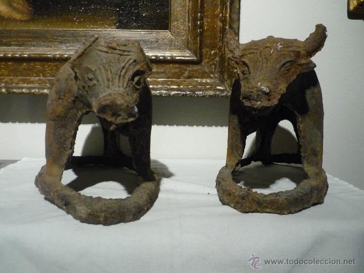 PAREJA DE BUEY Y VACA DE HIERRO. CHINA S.XVII. DINASTIA MING. (Arte - Escultura - Hierro)