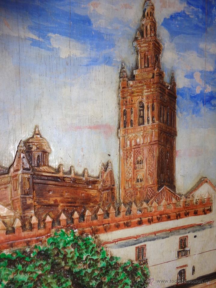 Arte: BELLÍSIMA TALLA IMAGEN EN RELIEVE POLICROMADA PINTURA OLEO DE LA GIRALDA DE SEVILLA AÑO 1992 FIRMADA - Foto 2 - 40303003