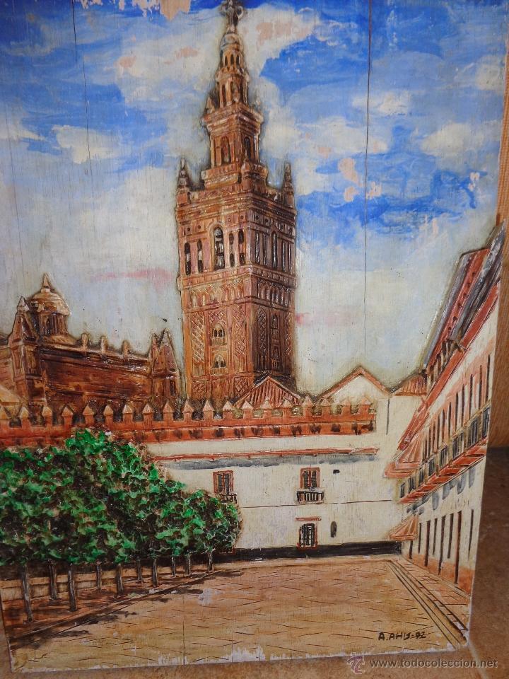 Arte: BELLÍSIMA TALLA IMAGEN EN RELIEVE POLICROMADA PINTURA OLEO DE LA GIRALDA DE SEVILLA AÑO 1992 FIRMADA - Foto 3 - 40303003