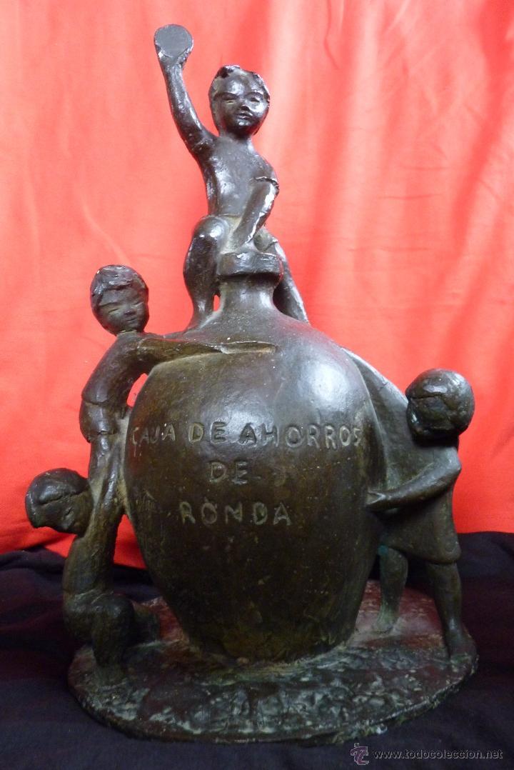 ESCULTURA EN BRONCE, PRIMITIVO EMBLEMA CAJA DE AHORROS DE RONDA (UNICAJA) MUY ANTIGUA (Arte - Escultura - Bronce)