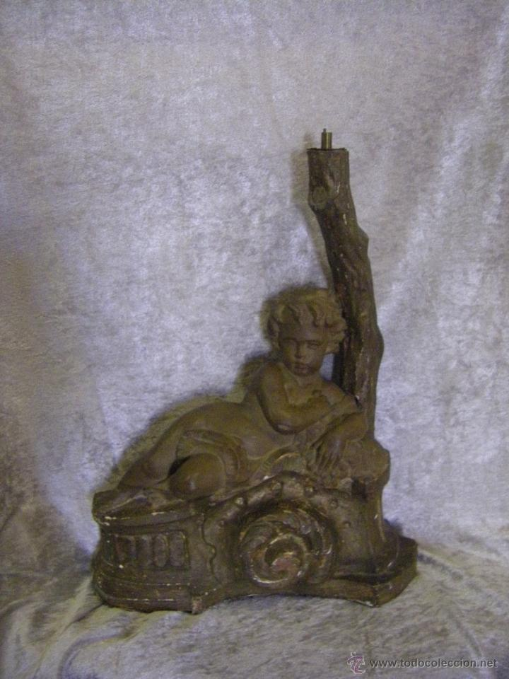 ESCULTURA DE MADERA CON NIÑO, PARA BASE DE LÁMPARA FINALES DEL SIGLO XIX (Arte - Escultura - Madera)