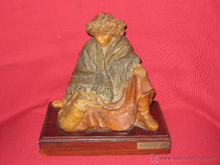 ESCULTURA MUJER SENTADA REALIZADA POR JOSEP BOFILL (Arte - Escultura - Resina)