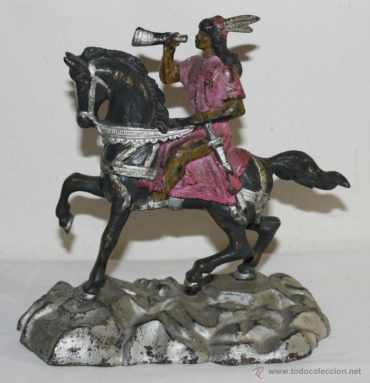 MENSAJERO REAL CON TROMPETA - BRONCE POLICROMADO - FINALES DEL SIGLO XIX - AUTÉNTICO (Arte - Escultura - Bronce)