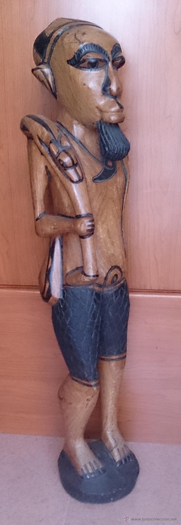 GRAN TALLA INDÍGENA EN MADERA MACIZA ( 91,5 CM DE ALTO ) . (Arte - Escultura - Madera)