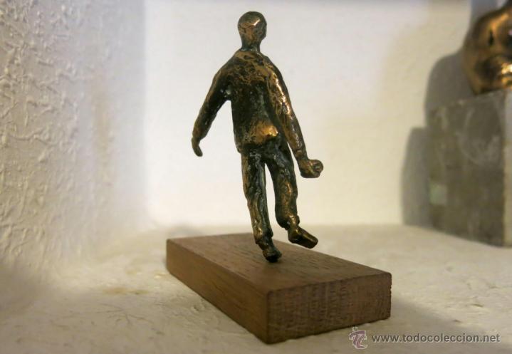 Arte: Pequeña pero expresiva escultura en bronce, firmada y numerada en peana. - Foto 2 - 43454793
