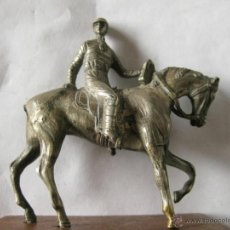 Arte: FIGURA EN BRONCE PLATEADO O ALPACA DE UN JOCKEY A CABALLO.. Lote 43477479