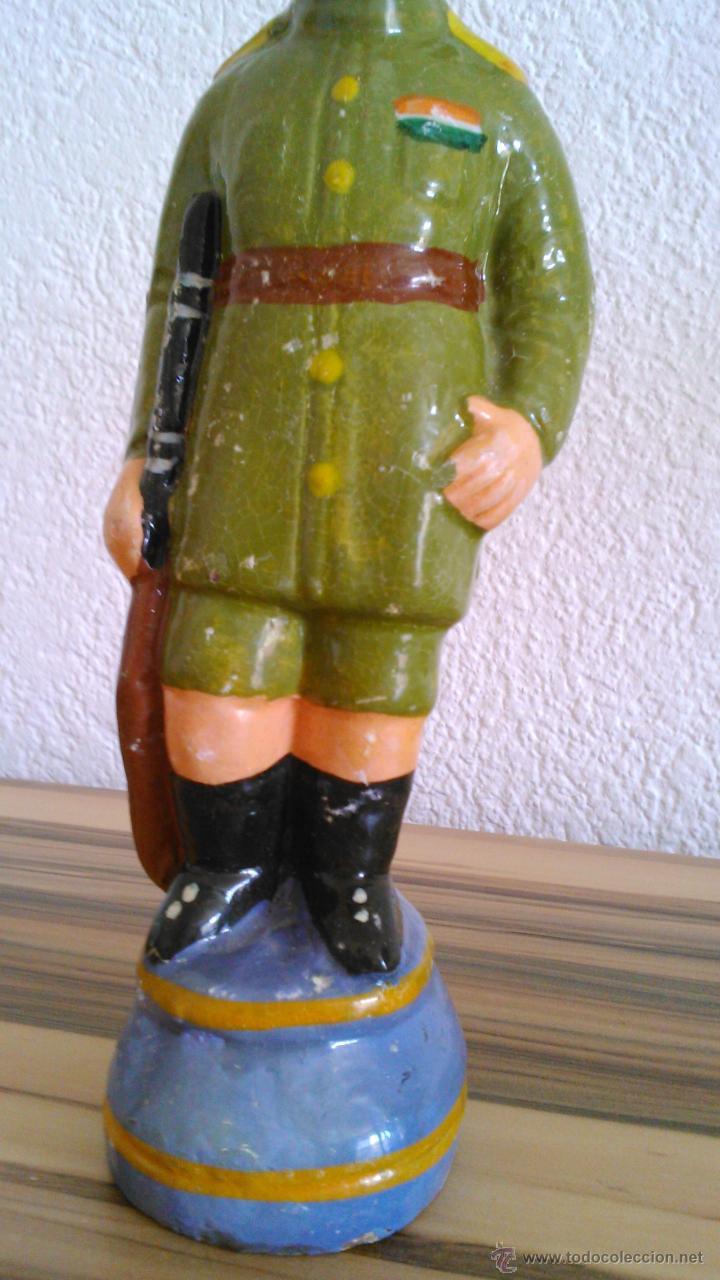 Arte: Antigua escultura de un soldado en terracota. Principios del siglo XX - Foto 3 - 43745567