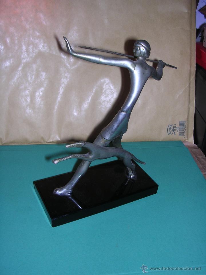 Arte: ANTIGUA FIGURA ART - DECO DE BRONCE CROMADA BASE DE CRISTAL NEGRO .( ANTIGUA NO REPRODUCCION) 20X19 - Foto 3 - 43807186