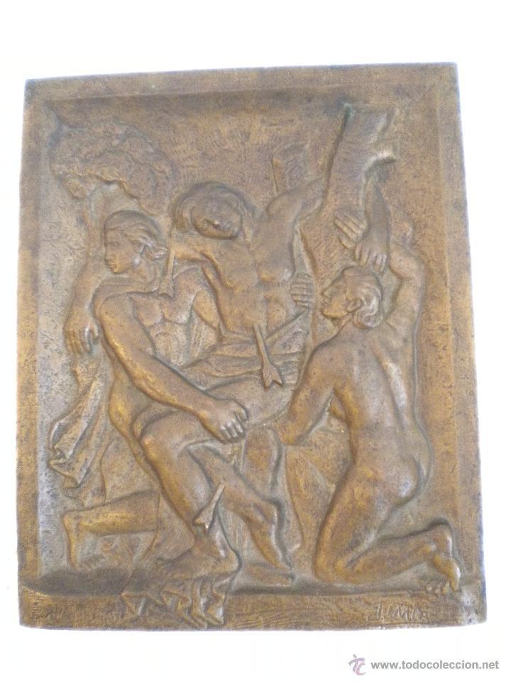 IMPORTANTE BAJO RELIEVE DE BRONCE, SAN SEBASTIAN DE JAUME MIR 1950'S. (Arte - Escultura - Bronce)