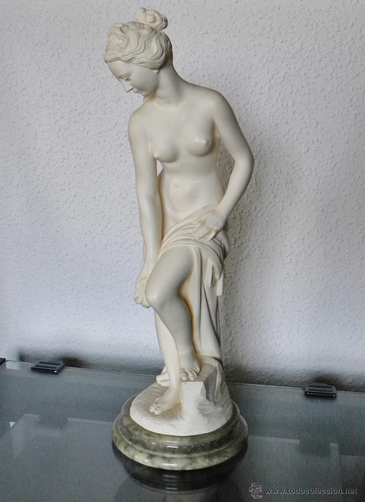 ARNALDO GIANNELLI ITALIA SIG XX ESCULTURA ALABASTRO DAMA DESNUDA ART NOUVEAU FIRMADA 38 CMS CA.1960 (Arte - Escultura - Alabastro)