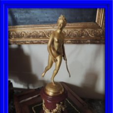 Arte: FANTASTICA FIGURA DE BRONCE DORADO AL MERCURIO , DIANA CAZADORA FIRMADA POR HOUDON Y ESTAMPILLADA. Lote 40177377