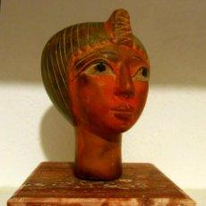Arte: INTERESANTE Y PRECIOSA ESCULTURA VINTAGE EN PIEDRA PINTADA DE CABEZA EGIPCIA.. Lote 46106216
