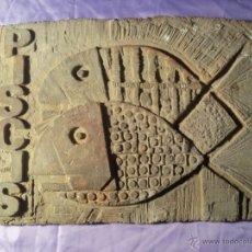 Arte: CUADRO PLAFON MURAL ..ESCULTURA ARTISTA BAIX PENEDES -TARRAGONA--AÑOS 70...SERIE HOROSCOPO PISCIS. Lote 46337631