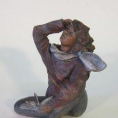 Arte: FIGURA EN RESINA FIRMADA. Lote 47070657