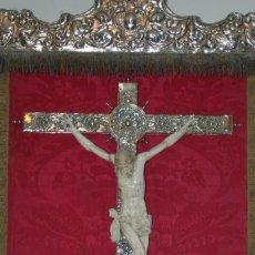 Arte: CRUCIFICADO EN MARFIL S XVIII SOBRE CUZ DE PLATA LABRADA. Lote 47582989