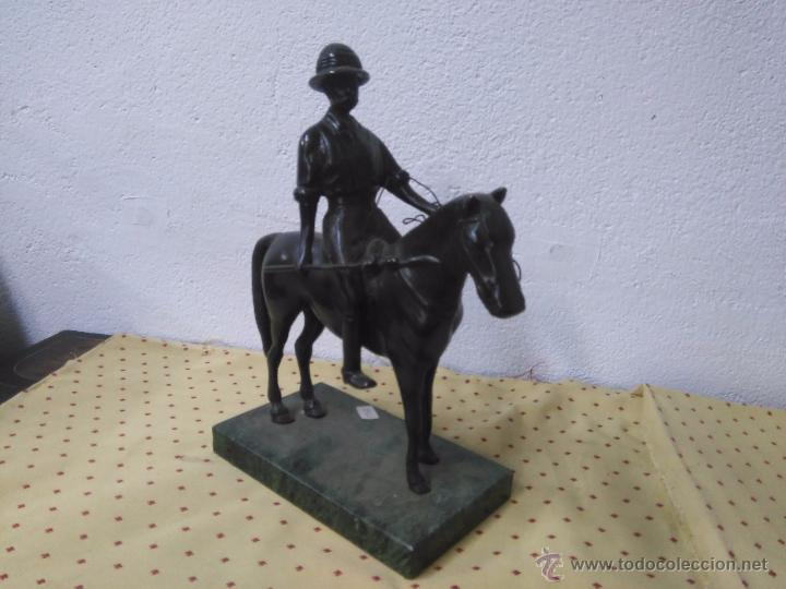 BONITA ESCULTURA DE BRONCE DE JINETE A CABALLO (Arte - Escultura - Bronce)
