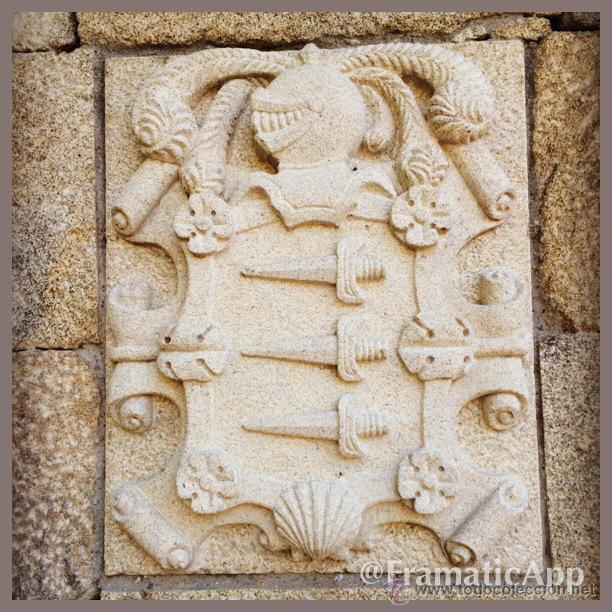 ESCUDO HERÁLDICO TALLADO A MANO SOBRE PIEDRA (Arte - Escultura - Piedra)