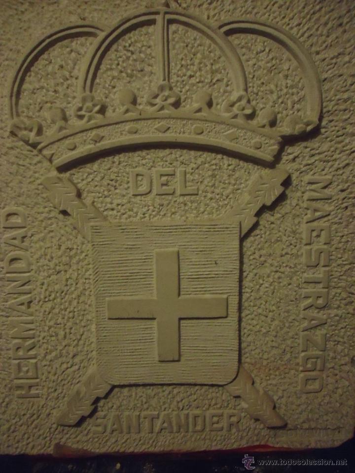 Arte: Hermandad del Maestrazgo. Escudo tallado en piedra Enrique Somavilla. Circa 1970 - Foto 2 - 49341403