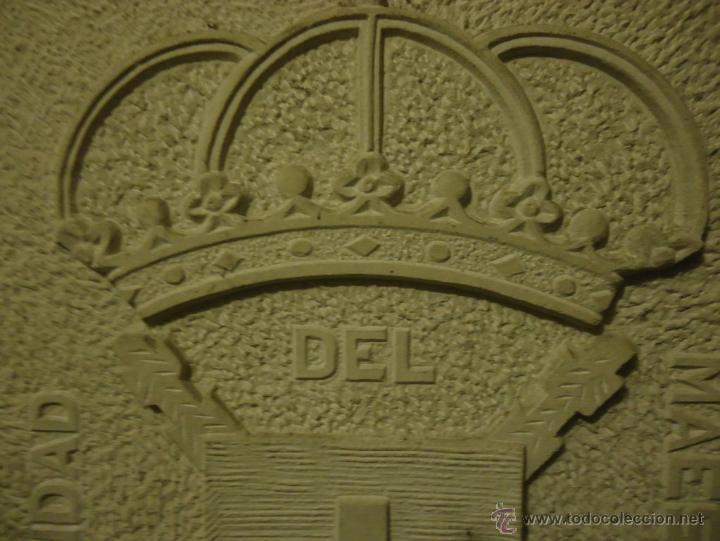 Arte: Hermandad del Maestrazgo. Escudo tallado en piedra Enrique Somavilla. Circa 1970 - Foto 3 - 49341403