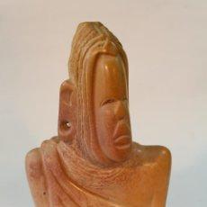 Art - busto etnico tallado en piedra - 49852784
