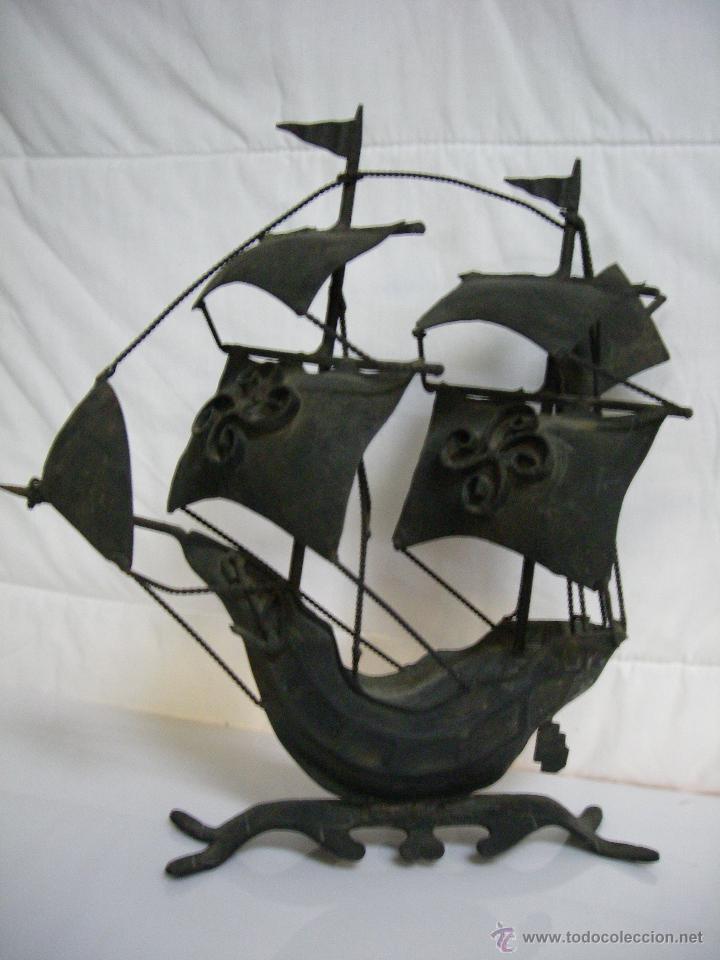 MUY ANTIGUO BARCO VELERO DE FORJA ARTESANO - MEDIDAS: 25 CM X 30 CM (Arte - Escultura - Hierro)