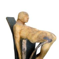 Arte: ESCULTURA CONTEMPORÁNEA MADERA HOMBRE SENTADO . Lote 50166534