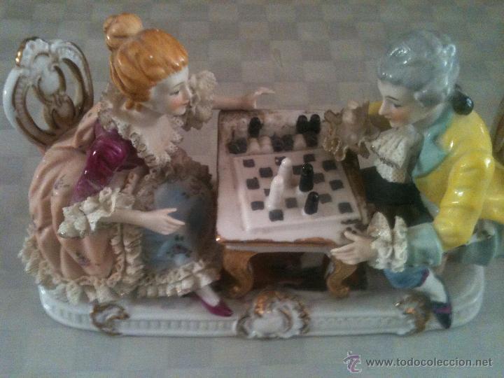 PRECIOSA PAREJA DE PORCELANA ANTIGUA (Arte - Escultura - Porcelana)