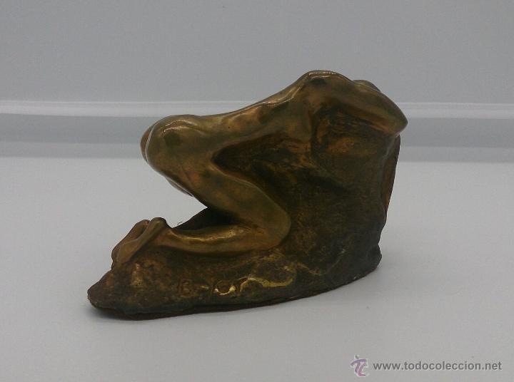 Arte: Sensual escultura en bronce de mujer desnuda en pose erótica, art nouveau, firmada y numerada, XIX . - Foto 2 - 52596319