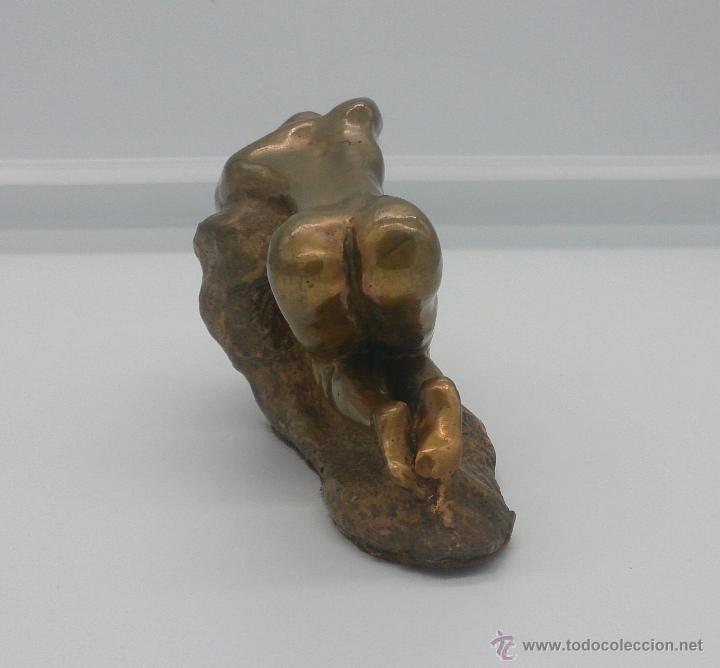 Arte: Sensual escultura en bronce de mujer desnuda en pose erótica, art nouveau, firmada y numerada, XIX . - Foto 3 - 52596319