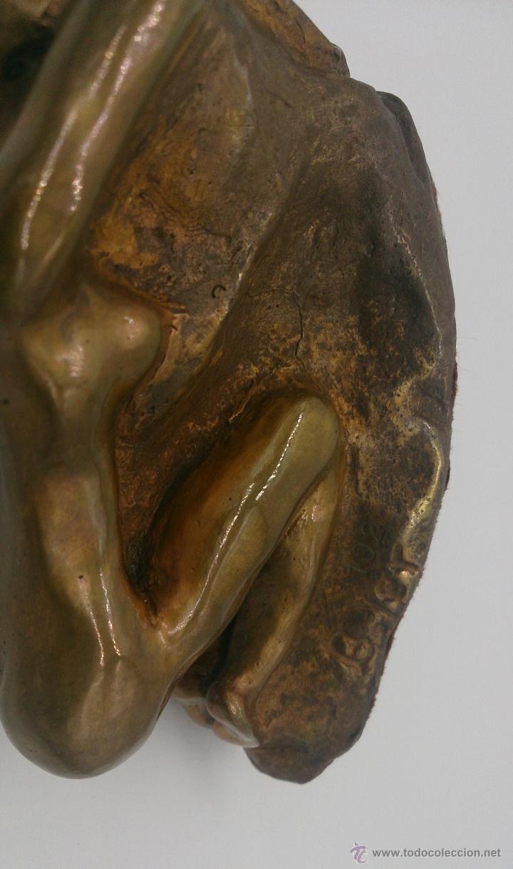 Arte: Sensual escultura en bronce de mujer desnuda en pose erótica, art nouveau, firmada y numerada, XIX . - Foto 12 - 52596319
