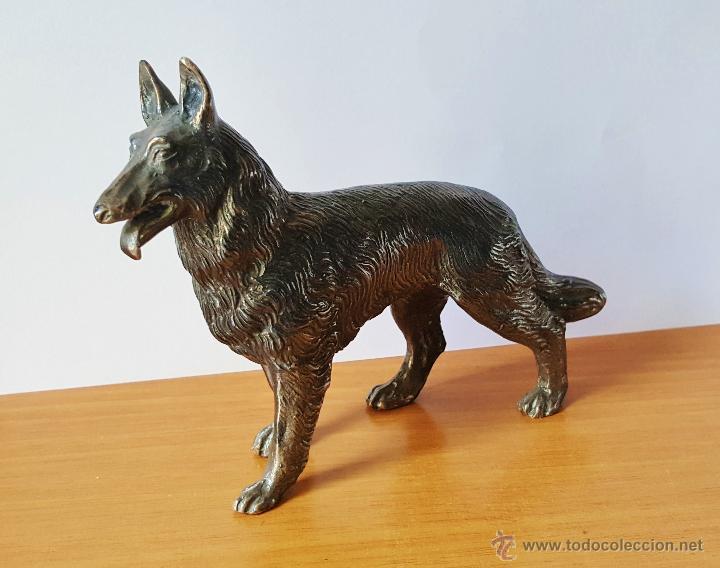 Arte: Perro pastor alemán de bronce plateado de LOEWE con marcas en la base. - Foto 2 - 53291655