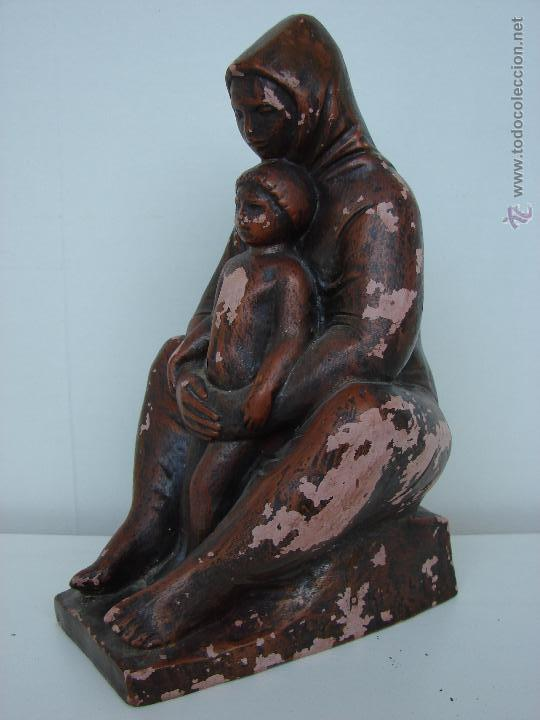 Arte: ANTIGUA FIGURA EN TERRACOTA. MADRE CON SU HIJO. KISS LENKE. SIGLO XX. FIRMADA. R. KISS L - Foto 3 - 53373093