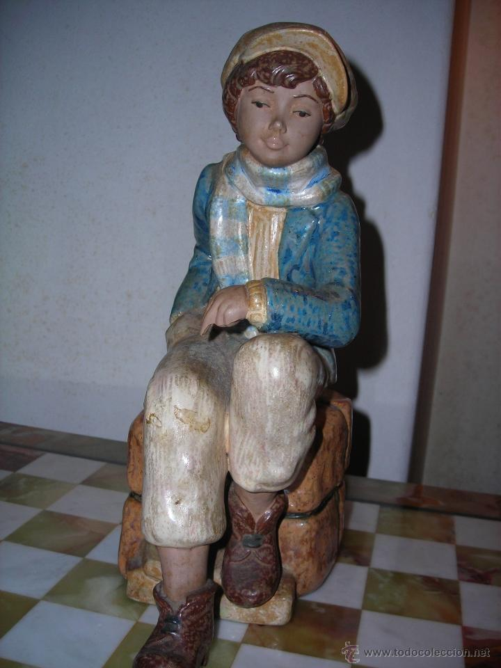 ESCULTURA DE CERÁMICA DE NADAL. DESCATALOGADA. (Arte - Escultura - Porcelana)