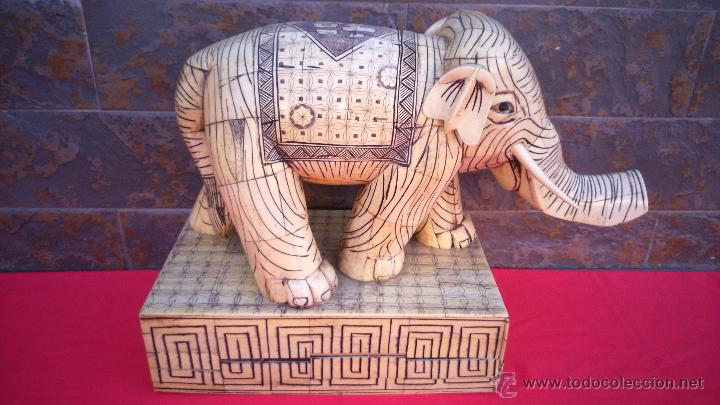 ESCULTURA ELEFANTE DE HUESO DE VACA ANIMAL SAGRADO, CIRCA 1900. 34 CMS DE ALTURA. (Arte - Escultura - Hueso)