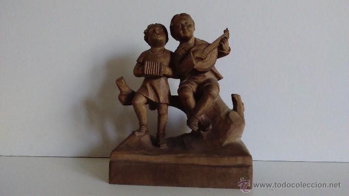 ESCULTURA DE MADERA REPRESENTANDO NIÑOS MÚSICOS (Arte - Escultura - Madera)