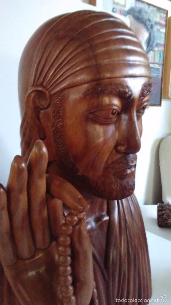 Arte: Escultura oriental tallada en madera noble. 47 cm x 30 cm. Peso: 8 Kg - Foto 3 - 55405089