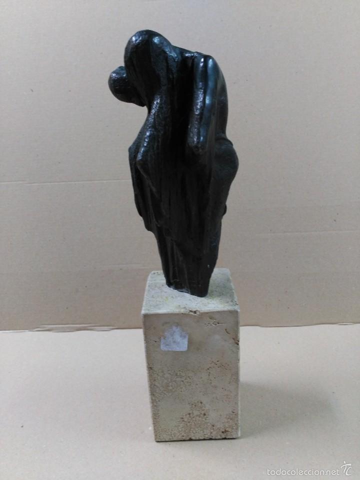 Arte: Escultura de bronce, el beso, en peana de piedra - Foto 4 - 56464478