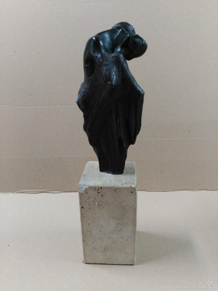 Arte: Escultura de bronce, el beso, en peana de piedra - Foto 6 - 56464478