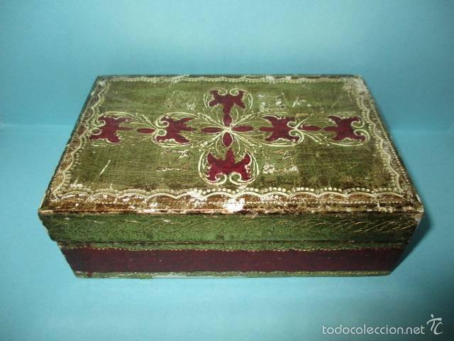 ANTIGUA CAJA DE MADERA CON PAN DE ORO (VER FOTOS) 15 X 10 X 5 CM (Arte - Escultura - Madera)
