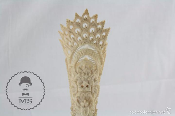 Arte: Esculturilla de Hueso Tallado - Decoración Calada de Motivos Orientales - 5,5 x 5,5 x 25 cm - Foto 2 - 57152581