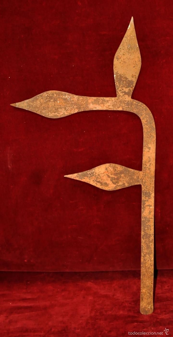 ANTIGUA MONEDA AFRICANA EN HIERRO (Arte - Escultura - Hierro)