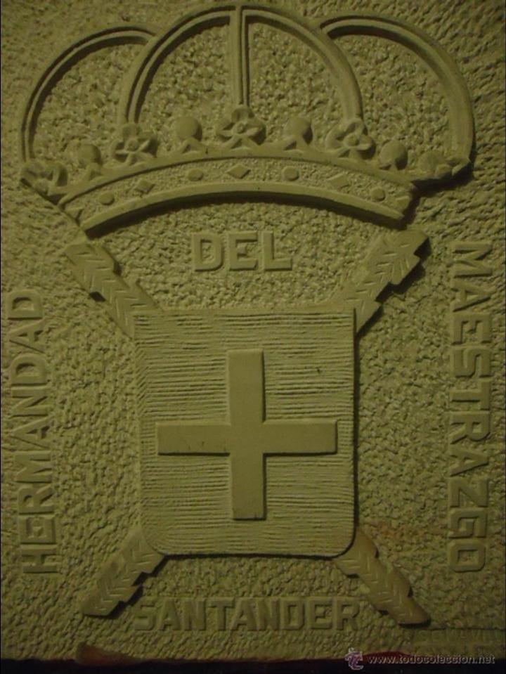 HERMANDAD DEL MAESTRAZGO. ESCUDO TALLADO EN PIEDRA ENRIQUE SOMAVILLA. CIRCA 1970 (Arte - Escultura - Piedra)
