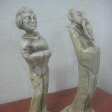 Arte: MAGNIFICA PAREJA DE ESCULTURAS TALLADAS EN MARMOL VETEADO TRAVERTINO, 4,2 KG, ORIGEN JAPONES, 34 CMS. Lote 58238739