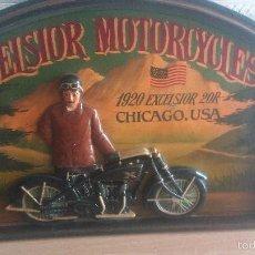 Arte: CUADRO EN RELIEVE - MADERA - MOTORISTA - MOTO - EXCELSIOR MOTORCYCLES - MUY DIFICIL. Lote 58484066
