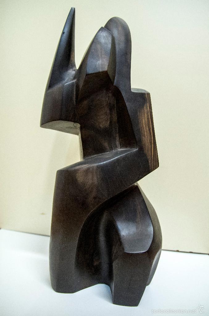 ESCULTURA EN CAOBA DEL ARTISTA CUBANO ORESTES VERGEL (1991) (Arte - Escultura - Madera)