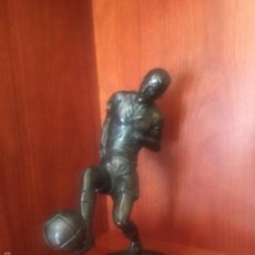 Arte: ESCULTURA DE BRONCE, FUTBOLISTA FOOTBALL 1940'S. . Lote 59899391