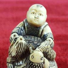 Arte: JOVEN SOBRE TORTUGA. NETSUKE EN MARFIL TALLADO. JAPON. PRINCIPIOS SIGLO XX. . Lote 59949147
